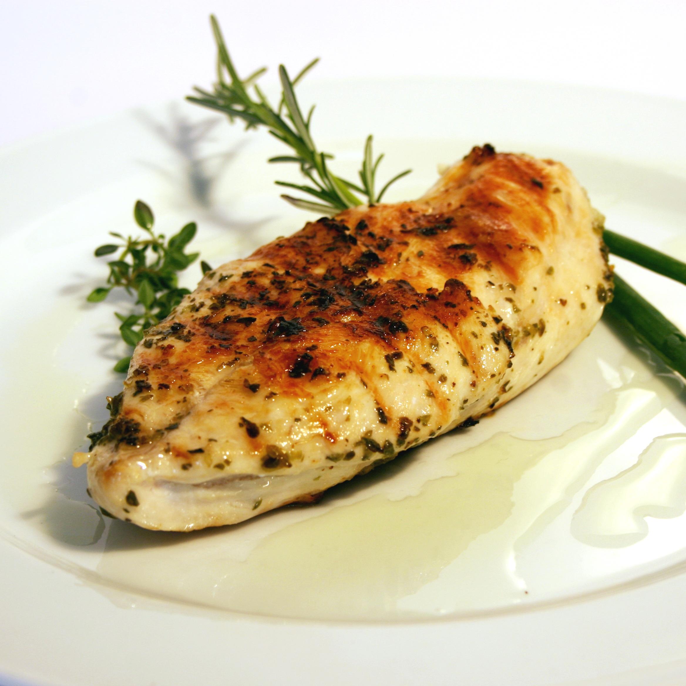 Rezepte zum Muskelaufbau: Überbackene Pouletbrust auf Gemüse